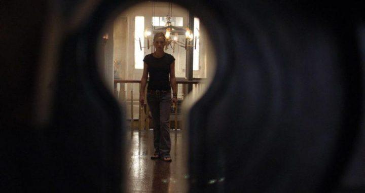 Kate Hudson crebbe in una famiglia nudista. The Skeleton Key, 2005, Iain Softley, Kate Hudson, buco serratura