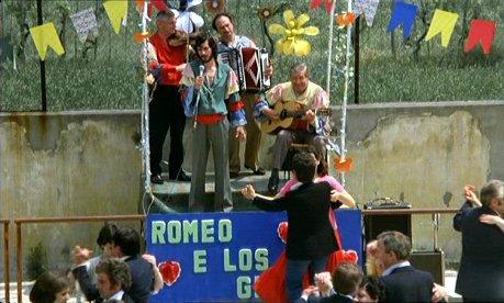 Berlinguer ti voglio bene streaming diretto da Giuseppe Bertolucci con Roberto Benigni e Carlo Monni 8 curiosita, errori e bloopers