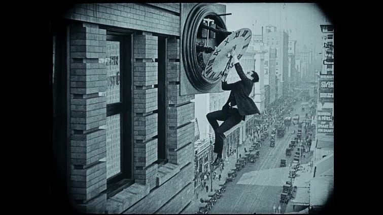 Hugo Cabret streaming di Martin Scorsese con Ben Kingsley, Sacha Baron Cohen, Asa Butterfield, Chloë Grace Moretz, Emily Mortimer, Christopher Lee, Helen McCrory, Jude Law 6 recensione trama