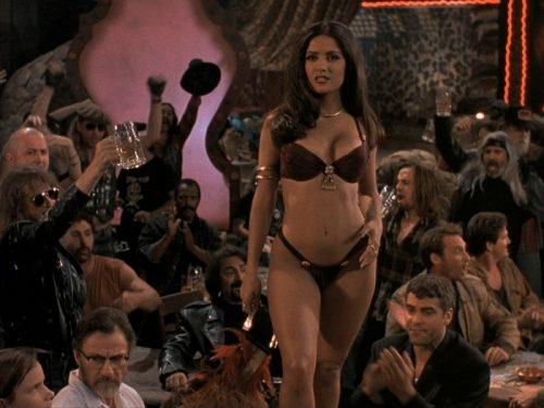 Salma Hayek in bikini prende il caffè