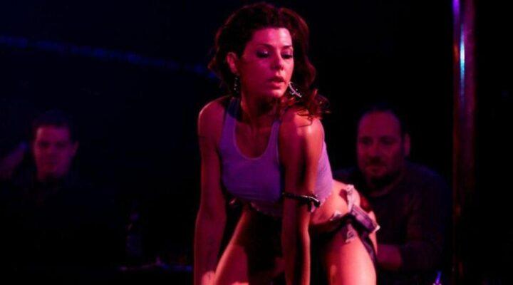 Gli striptese più famosi della storia del cinema, Una scena dello strip di Marisa Tomei in The Wrestler