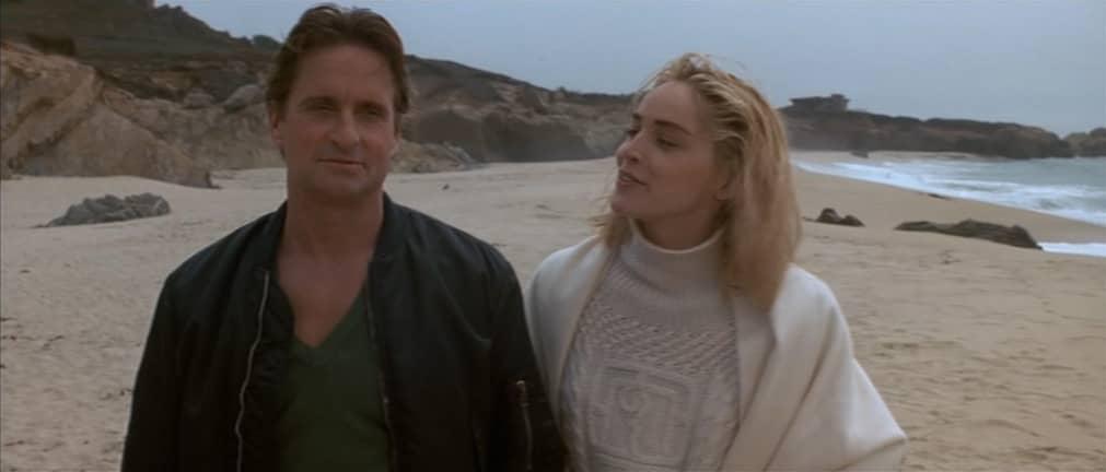 Michael Douglas e il sesso - Basic Instinct, 1992, Paul Verhoeven, Michael Douglas, Sharon Stone, spiaggia, mare