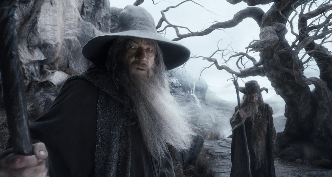 Lo Hobbit - La desolazione di Smaug di Peter Jackson con Ian McKellen, Martin Freeman, Richard Armitage, Ken Stott, Evangeline Lilly streaming Gandalf Radagast Dol Guldur Lo Hobbit La desolazione di Smaug frasi citazioni e dialoghi