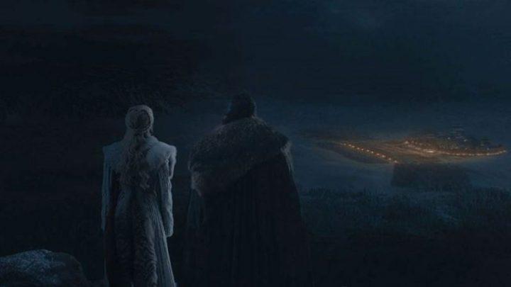 Una scena di Game of thrones, che ha come protagonisti Kit Harington ed Emilia Clarke