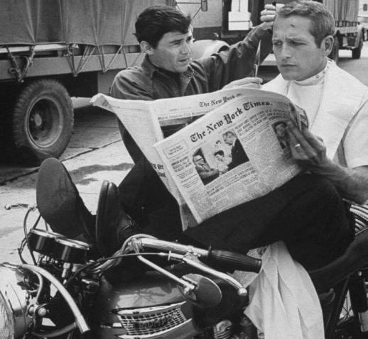 Paul Newman legge il New York Times