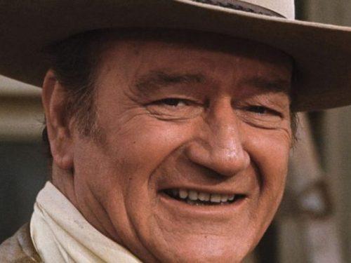 Il figlio di John Wayne lo difende