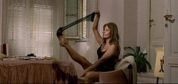 Gli striptese più famosi della storia del cinema, La scena dello strip di Sophia Loren in Ieri oggi e domani