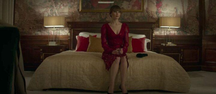 Red Sparrow, Francis Lawrence, Jennifer Lawrence, letto, sexy, vestito rosso - Red Sparrow citazioni e dialoghi