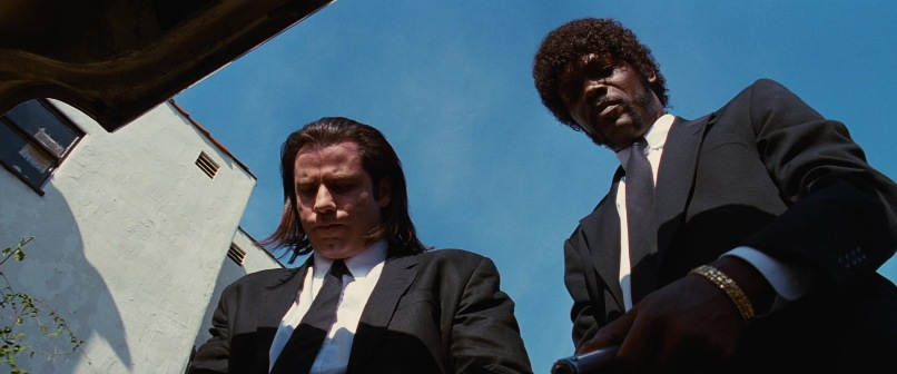 Pulp Fiction citazioni e dialoghi della pellicola di Quentin Tarantino, John Travolta, Vincent Vega e Samuel L. Jackson, Jules Winnfield, aprono baule