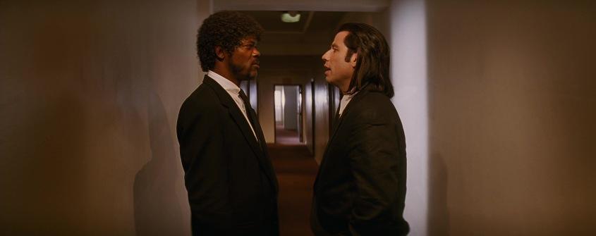 Pulp Fiction citazioni e dialoghi della pellicola di Quentin Tarantino, John Travolta, Vincent Vega e Samuel L. Jackson, Jules Winnfield, corridoio