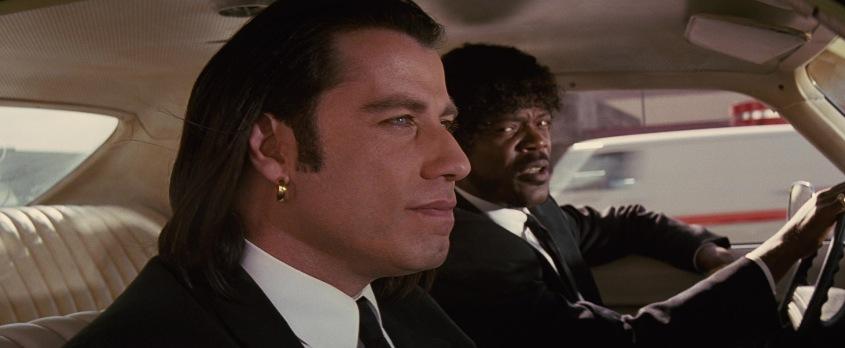 Pulp Fiction citazioni e dialoghi della pellicola di Quentin Tarantino, John Travolta, Vincent Vega e Samuel L. Jackson, Jules Winnfield, in macchina