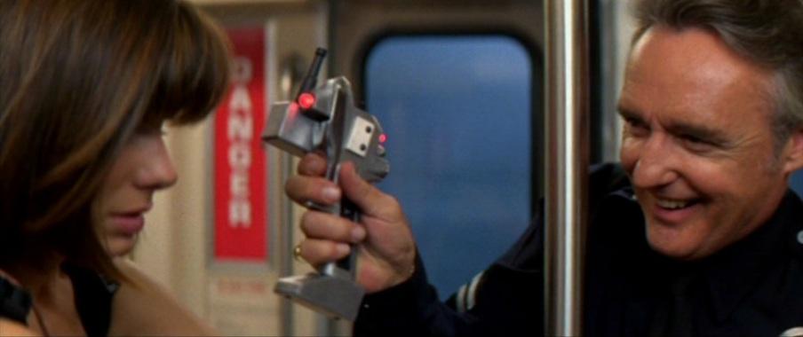 Speed frasi, citazioni e dialoghi di Jan de Bont con Keanu Reeves, Dennis Hopper e Sandra Bullock sulla metropolitana, detonatore