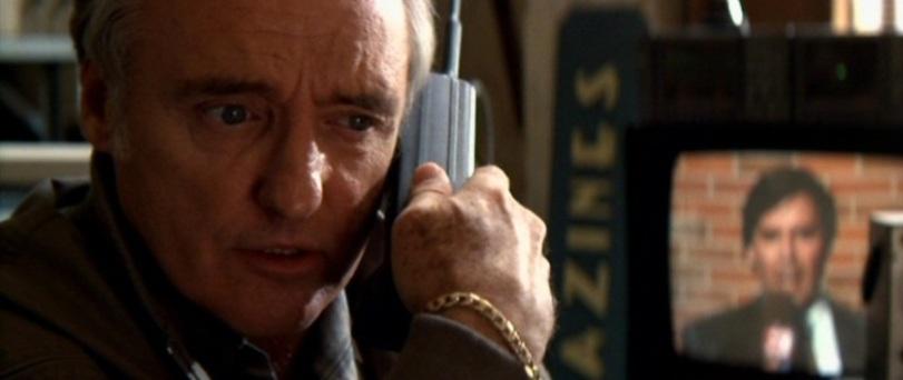 Speed citazioni e dialoghi di Jan de Bont con Keanu Reeves, Dennis Hopper e Sandra Bullock, telefono, tv