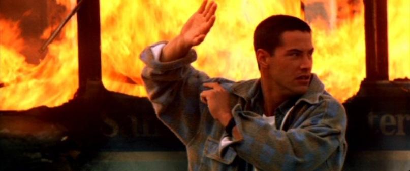 Speed citazioni e dialoghi di Jan de Bont con Keanu Reeves, Dennis Hopper e Sandra Bullock, esplosione