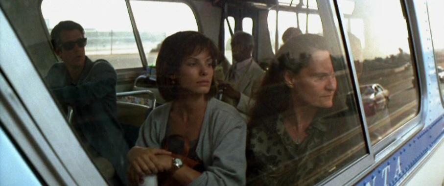 Speed citazioni e dialoghi di Jan de Bont con Keanu Reeves, Dennis Hopper e Sandra Bullock, finestrino bus