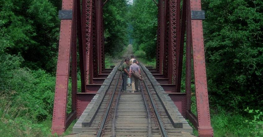 Stand by Me - Ricordo di un'estate citazioni e dialoghi, di Rob Reiner, con Wil Wheaton, River Phoenix, Corey Feldman, Jerry O'Connell, ponte ferroviario