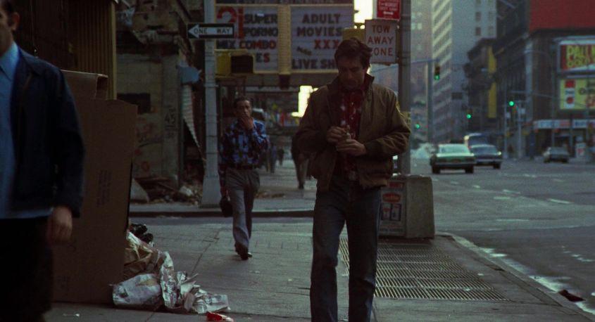 Taxi Driver citazioni e dialoghi della pellicola di Martin Scorsese con Robert De Niro, Cybill Shepherd, Peter Boyle, Jodie Foster, Harvey Keitel, marciapiede