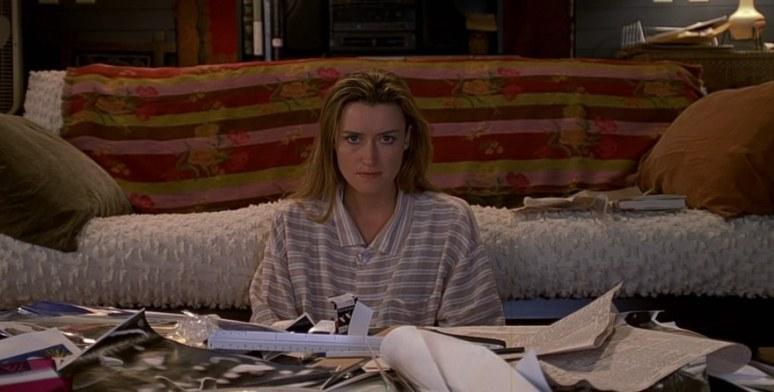 The Truman Show, frasi, citazioni e dialoghi della pellicola di Peter Weir con Natascha McElhone, divano