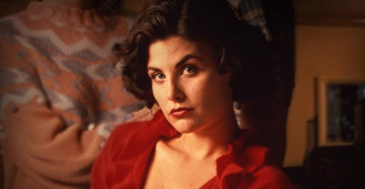 Twin Peaks, la serie tv, David Lynch, Mark Frost, recensione, Sherilyn Fenn, abito rosso