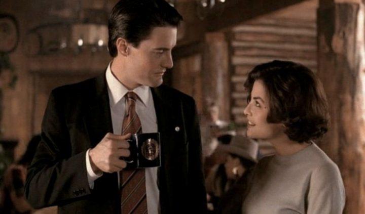 Twin Peaks, la serie tv, David Lynch, Mark Frost, recensione, Sherilyn Fenn, Kyle MacLachlan, curiosità