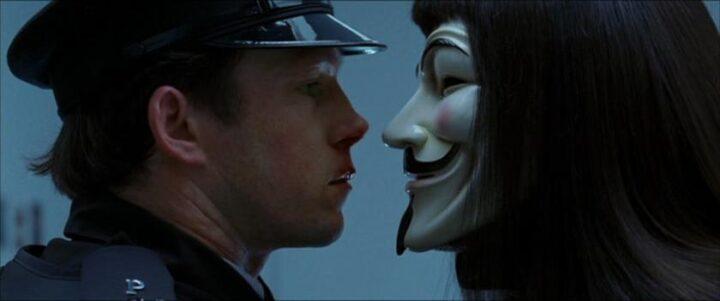 V per Vendetta, scheda film, recensione, fratelli Wachowski, James McTeigue, Natalie Portman, Hugo Weaving, Stephen Rea, curiosità, errori