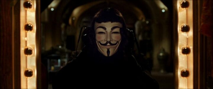 V per Vendetta, scheda film, recensione, fratelli Wachowski, James McTeigue, Natalie Portman, Hugo Weaving, Stephen Rea, John Hurt, curiosità, citazioni