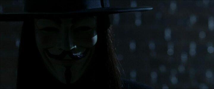 V per Vendetta, scheda film, recensione, fratelli Wachowski, James McTeigue, Natalie Portman, Hugo Weaving, curiosità, citazioni, dialoghi