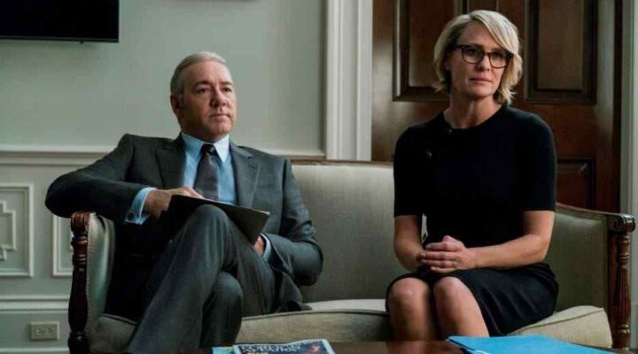 House of Cards - Gli intrighi del potere, Kevin Spacey, Frank Underwood, Robin Wright, Claire Underwood, divano