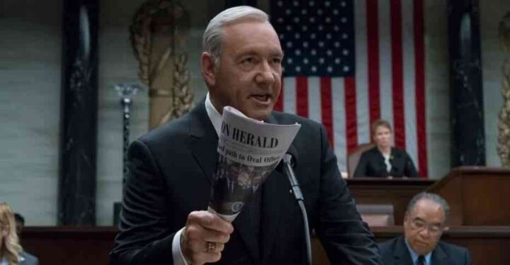 House of Cards - Gli intrighi del potere, Kevin Spacey, Frank Underwood, presidente, Herald, quotidiano, bandiera americana