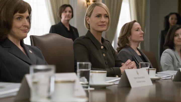 House of Cards - Gli intrighi del potere, Robin Wright, Claire Underwood, riunione, bicchieri