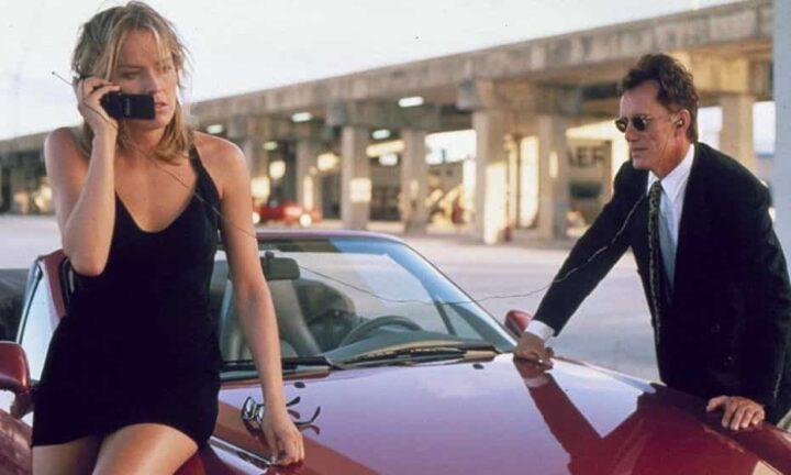 Sharon Stone non voleva spogliarsi nello Specialista - Lo specialista, 1994, Luis Llosa, James Woods, Sharon Stone, gambe, cellulare, macchina