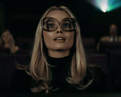 Margot Robbie a piedi nudi come Sharon Tate